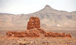 Ruines d'argile construisant près des montagnes d'atlas Photos stock