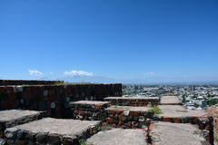 Ruines d'Erebuni avec la vue de la ville Photo libre de droits