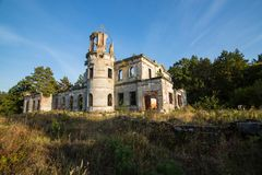 Ruines d'un château antique Tereshchenko dans Deneshi, Ukraine Palais de 19ème siècle Photographie stock