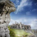 Ruines d'un château, Ogrodzieniec, Pologne photo libre de droits