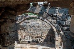 Ruines d'un monastère chrétien de l'ANNONCE du 6ème siècle dans le village abandonné de Deir Qeruh dans Golan Heights, Israël photographie stock libre de droits