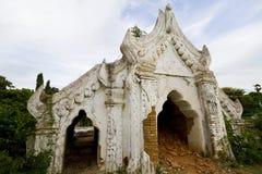 Vieux temple blanc, mingun, myanmar Images libres de droits