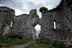 Ruines d'une église antique de Bzyb dans la République de l'Abkhazie Images libres de droits