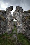 Ruines d'une église antique de Bzyb dans la République de l'Abkhazie Photos stock