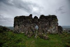 Ruines d'une église antique de Bzyb dans la République de l'Abkhazie Images stock