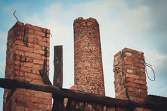 Ruines d'une vieille grande usine ruinée Image stock
