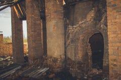 Ruines d'une vieille grande usine ruinée Photos libres de droits