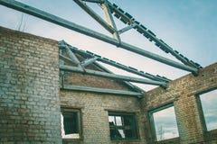 Ruines d'une vieille grande usine ruinée Images libres de droits