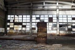 Ruines d'usine ou d'entrepôt abandonnée photos libres de droits