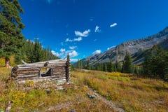 Ruines de carlingue près de traînée le Colorado de source thermale d'énigme photos stock