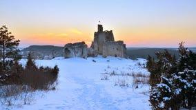 Ruines de château au coucher du soleil, Pologne image libre de droits