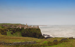 Ruines de château de Dunluce Photographie stock