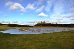 Ruines de château de Dunstanburgh dans le Northumberland photo stock