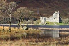Ruines de château de Kilchurn par Loch Awe, Ecosse. Photo libre de droits