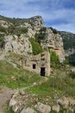 Ruines de construction le long du chemin des dieux en Italie Image stock
