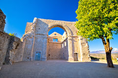 Ruines de Crekvina dans la ville de la vue de Kastav photo libre de droits