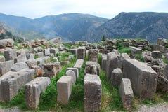 Ruines de Delphes en Grèce regardant dans les montagnes Images stock