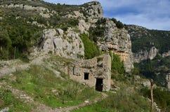Ruines de ferme comme vu le long du chemin du sentier de randonnée de dieux Images libres de droits