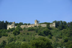 Ruines de forteresse rurale de Saschiz, la Transylvanie, Roumanie Photos stock