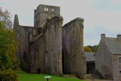 Ruines de l'abbaye médiévale de Hambye photos libres de droits