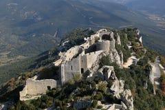 Ruines de la forteresse mystique Peyrepertuse de Cathar image stock