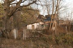 Ruines de la maison dans la zone de Chernobyl, Ukraine, novembre 2016 Image stock