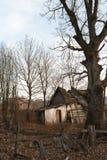 Ruines de la maison dans la zone de Chernobyl, Ukraine, novembre 2016 Photos stock