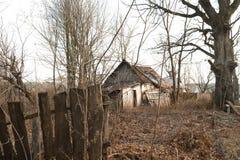 Ruines de la maison dans la zone de Chernobyl, Ukraine, novembre 2016 Image libre de droits