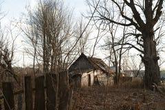 Ruines de la maison dans la zone de Chernobyl, Ukraine, novembre 2016 Images libres de droits