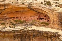 Ruines de logement de falaise au lavage du maître d'hôtel de l'Utah Photos stock