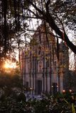 Ruines de Macao d'église de St Paul dans le coucher du soleil Images libres de droits