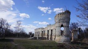 Ruines de palais d'Osten-Saken Images libres de droits