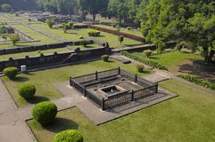 Ruines de parc, Shaniwar Wada Fortification historique établie en 1732 et siège du Peshwas jusqu'en 1818 Photo stock