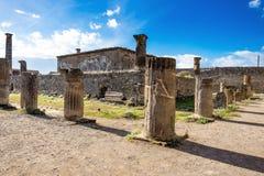 Ruines de Pompeii Colonnes antiques de temple photographie stock libre de droits