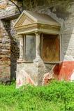 Ruines de Pompeii : maison antique avec le fresque photographie stock libre de droits