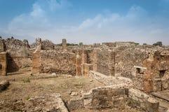 Ruines de Pompeii : restes des maisons antiques au site archéologique photographie stock