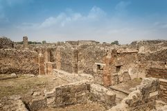 Ruines de Pompeii : restes des maisons antiques au site archéologique photo stock