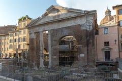 Ruines de portique d'Octavia dans la ville de Rome, Italie Images stock