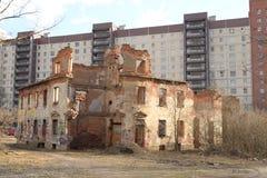 Ruines de producteur Zotov de pêche de maison Images stock
