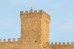 Ruines de Sudak de la forteresse Genoese avec des remparts sur le toit du mur de fortification Image libre de droits