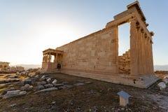 Ruines de temple d'Erechtheum sur l'Acropole clos à Athènes, Grèce photographie stock libre de droits