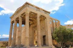 Ruines de temple d'Erechtheum sur l'Acropole dans un jour d'été à Athènes, Grèce images stock