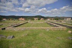Ruines de temple d'Ulpia Traiana Sarmizegetusa photographie stock libre de droits