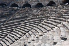 Ruines de théâtre antique. Sièges et voûtes Images libres de droits