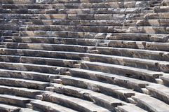 Ruines de théâtre antique. Sièges seulement. Personne Photographie stock