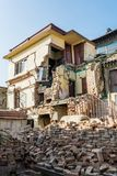 Ruines de tremblement de terre d'une maison Images libres de droits