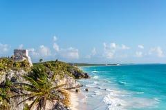 Ruines de Tulum et mer des Caraïbes Photos libres de droits