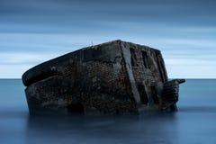 Ruines de vieille Chambre de brique Casernes construisant en mer baltique Photo stock