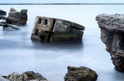 Ruines de vieille Chambre de brique Casernes construisant en mer baltique Images stock