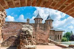 Ruines de vieille forteresse médiévale images libres de droits